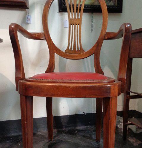 MOBILE Cinq petits fauteuils à dossier ovale à lattes