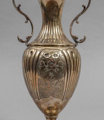 OGGETTISTICA Vase avec anses en argent h.Cm.32 gr.600