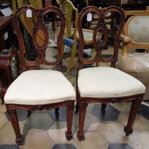 MOBILE Paire de chaises de style avec dossier en forme de huit