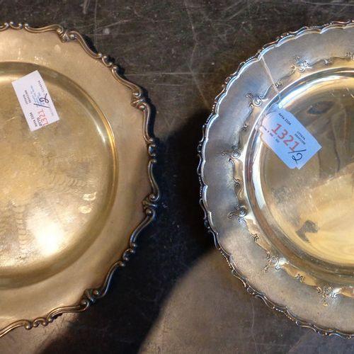 OGGETTISTICA Deux assiettes en argent avec bord façonné gr.Tot.900