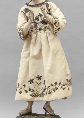 OGGETTISTICA Sculpture de saint en bois polychrome reposant sur une base en bois…