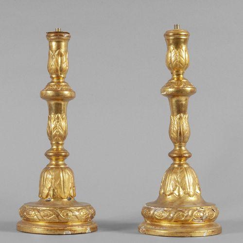 OGGETTISTICA Paire de chandeliers en bois de style Louis XVI finement sculptés e…