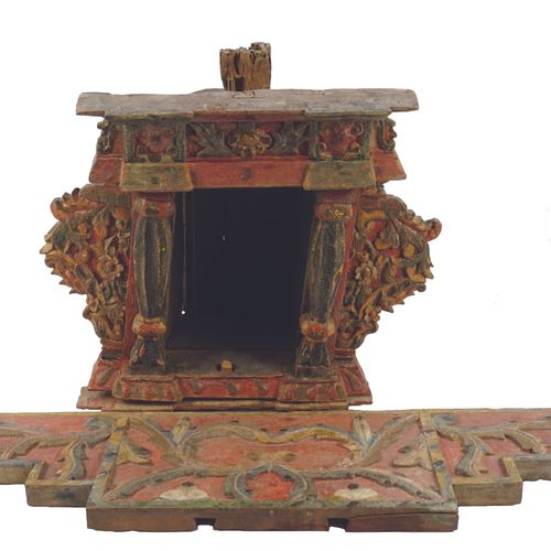 Niche in polychrome carved wood. Decorated with scrolls and half columns. Accide…