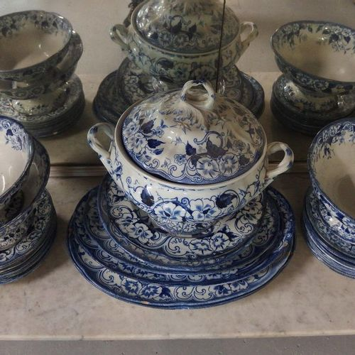 Important part of service in earthenware from Creil and Montereau, Flora model. …