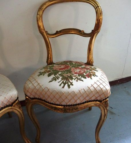 A pair of Louis Philippe style chairs in gilded wood.  A backrest slightly unstu…