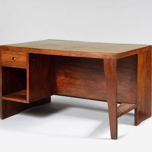 PIERRE JEANNERET (1896 1967) «Office table» ref PJ BU 02 A Bureau à casier forma…