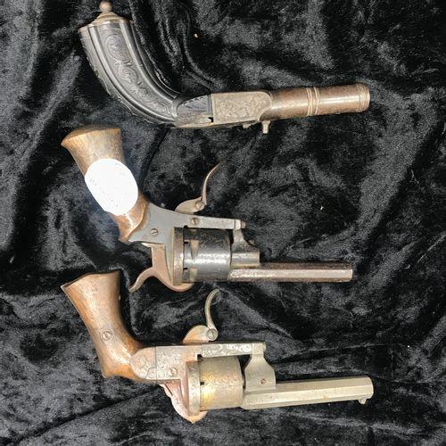 Batch of THREE GUNS including one bearing the inscription on the barrel LASSELON…