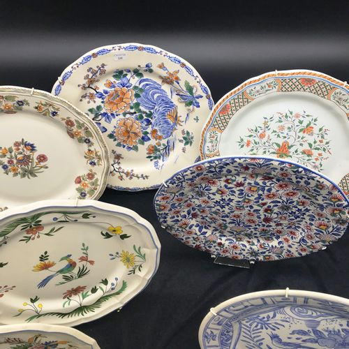 GIEN  Suite of eight earthenware plates of different models.  TBE  Two Breton pl…