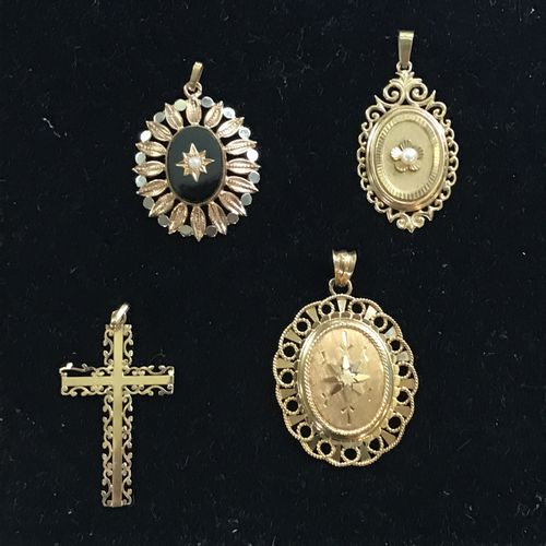 Set of three yellow gold PENDANTS of oval shape finely chiselled in an openwork …