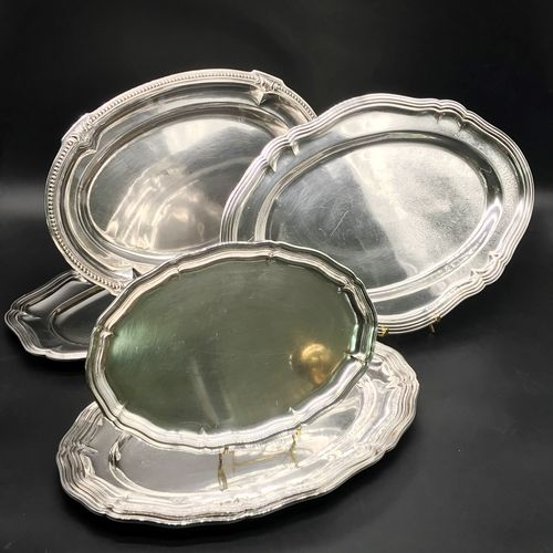 Set of SIX FLAT SILVER METAL PLATES  A dish decorated with pearl stripes and lea…