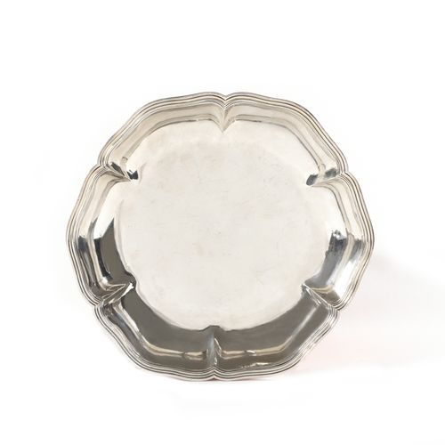 Round plain silver bowl with contoured edges, six points, underlined by a fillet…