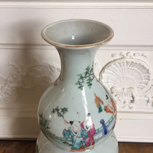 CHINA Triple gourd porcelain vase decorated with enamels of the pink family of c…
