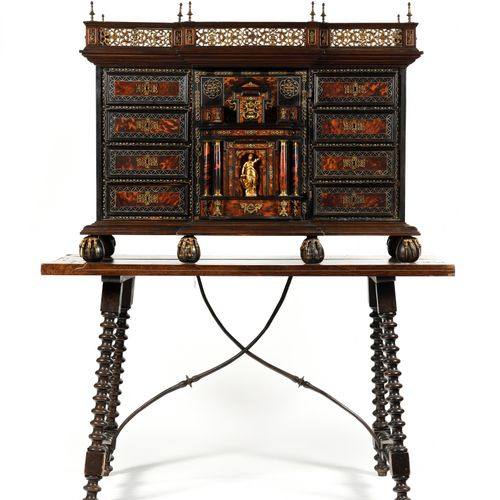 CABINET in veneer, ebony, rosewood and tortoiseshell, ivory filets, opening with…