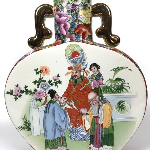CHINA Large enamelled porcelain flask decorated with a palace scene in a floral …
