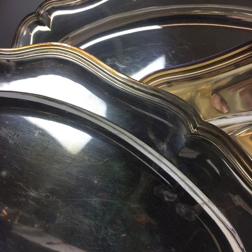 Reunion of THREE SERVICE TRAYS in silver metal with a moving contour with thread…