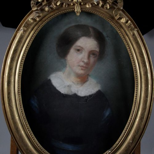"""FRENCH SCHOOL OF THE XIX CENTURY. """"Portrait of a woman """" Pastel, oval shape. 66 …"""