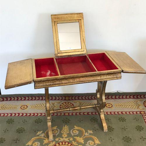 COIFFEUSE  de style vénitien en bois sculpté et doré reposant sur un pietement l…