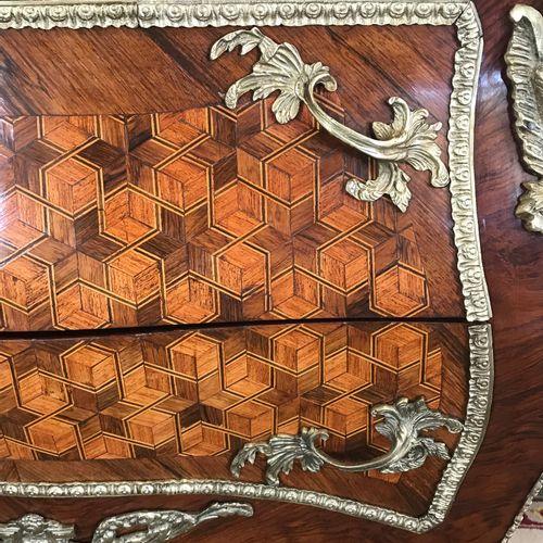 COMMODE GALBEE  de style Louis XVI ouvrant par deux tiroirs sans traverse en mar…