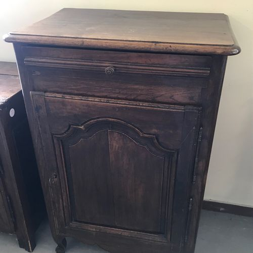 CONFITURIER  en bois naturel ouvrant par une porte et un tiroir.  H. 104 L. 69 P…
