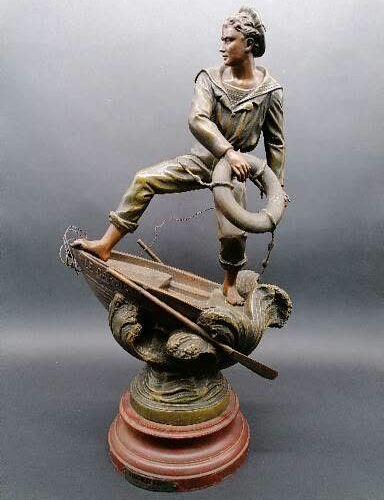 L. RAPHAEL ABORDAGE  Sujet en régule patiné  Sur piedouche en bois peint à l'imi…