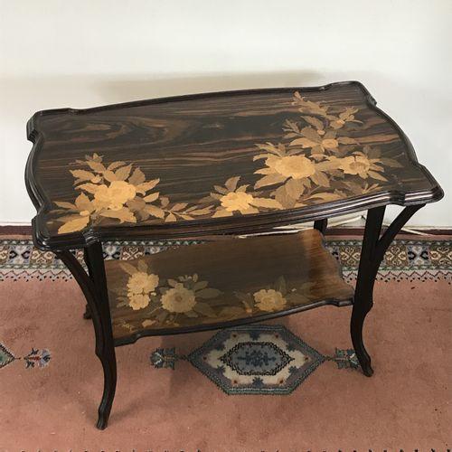 Emile GALLE (1846 1904)  Table à thé Art Nouveau à deux plateaux en marqueterie …