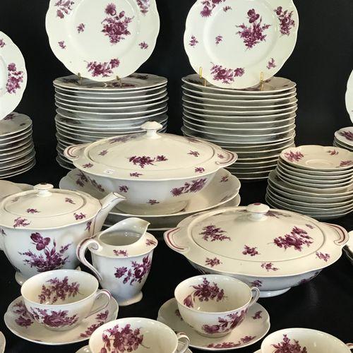 THEODORE HAVILAND A LIMOGES  Important service de table en porcelaine à décor po…