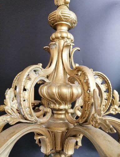 LUSTRE en bronze  Doré et ciselé à 6 feux.  Redoré.  XIXe siècle  H.80 Diam.70 c…