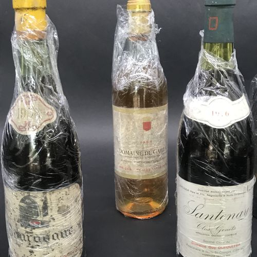 Lot de CINQ BOUTEILLES DE VIN  Comprenant :  Domaine de GAILLAT 1966 grave supér…