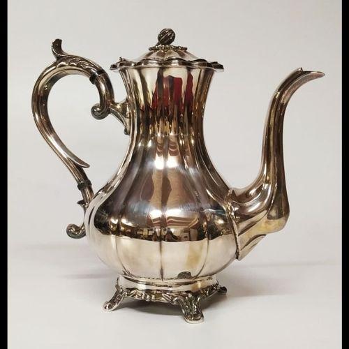 SERVICE A THE ET CAFE  En métal argenté anglais comprenant :  Une théière  Une c…