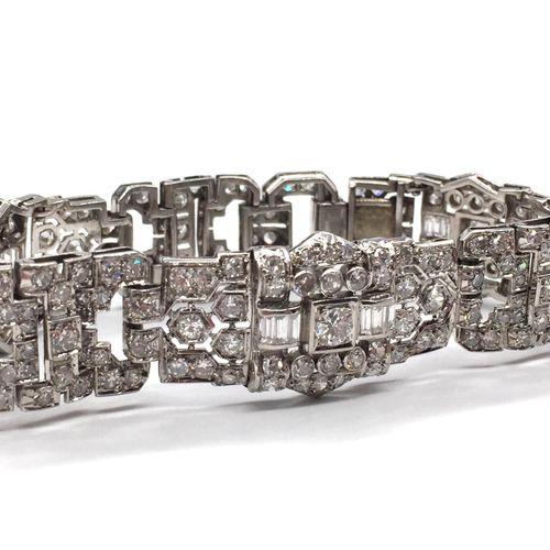 ART DECO BRACELET retaining a regular geometric pattern adorned with antique cut…