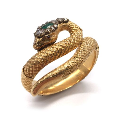 RING BRACELET presenting a snake with a chiselled and textured decoration. Its h…