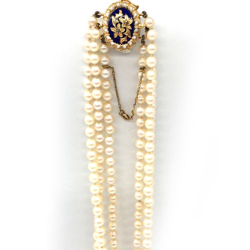 NECKLACE three rows of falling white pearls (untested). 18K yellow gold and blue…