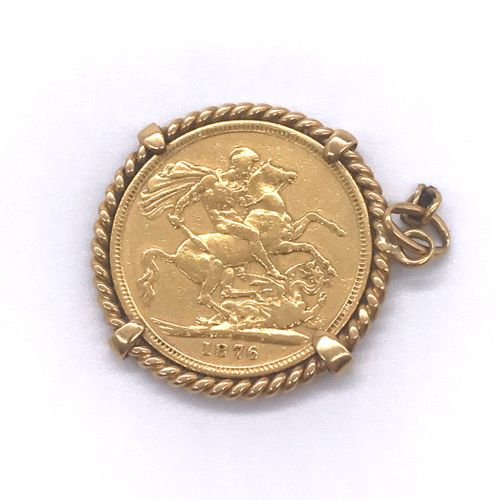 PENDANT holding a coin depicting Queen Victoria of 1876 in a twisted gold frame.…