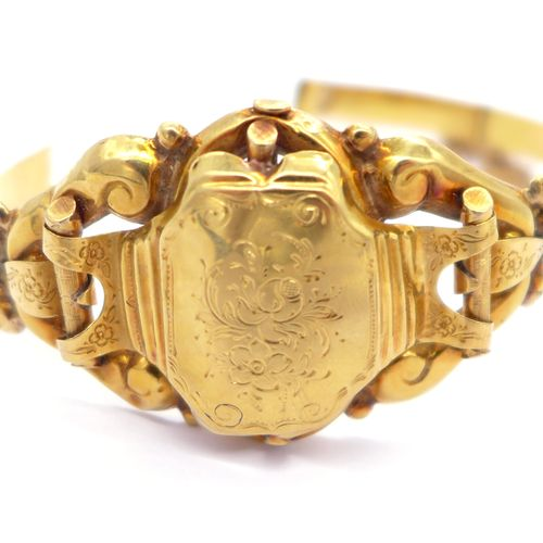 BRACELET XIXth CENTURY in 18K yellow gold decorated with stylized floral motifs.…