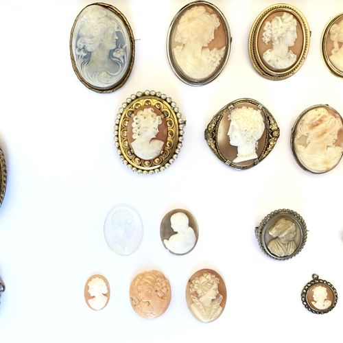 SET OF SPINDLES AND CAMES comprising : 12 brooches (1 mounted on 9K yellow gold,…