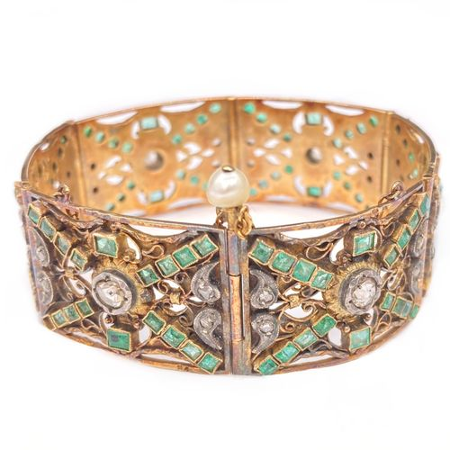 BRACELET in 18K pink gold with rectangular links adorned with emeralds and rose …