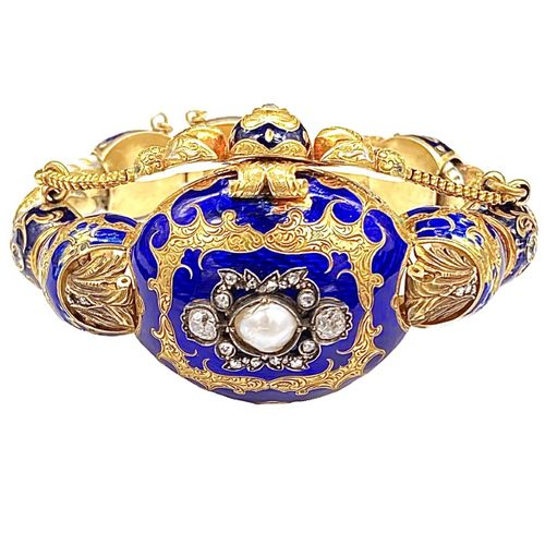 BRACELET in 14K yellow gold with blue and white enamel. Chiseled frame adorned w…