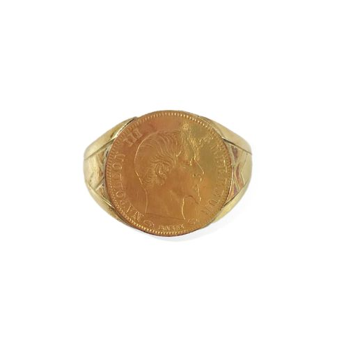 HORSE RING decorated with a coin presenting Napoleon III. Mounted in 18K yellow …