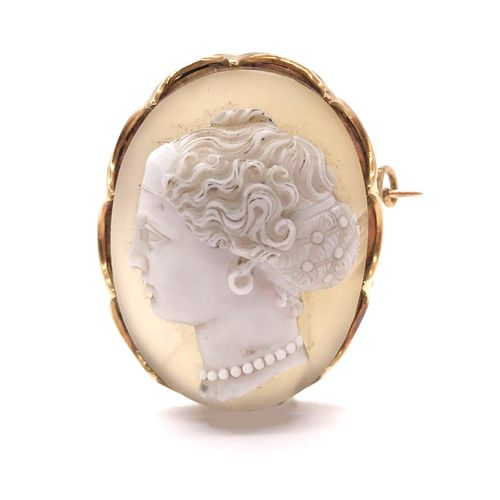 CAMEO PIPELINE with a woman's profile on agate. Mounted in 18K yellow gold. Fren…