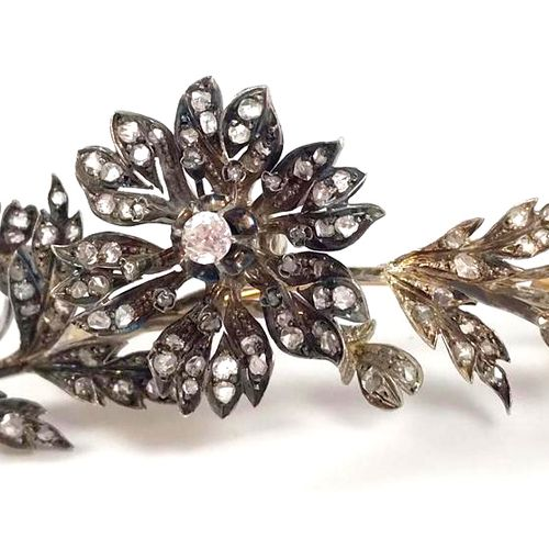 ASPEN BROOCH decorated with a flower on its leaf composed of brilliant cut and r…