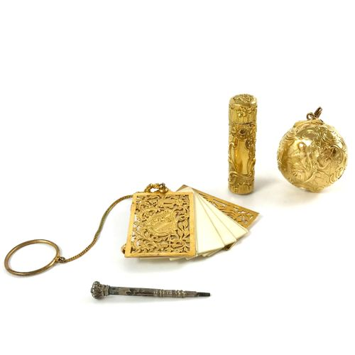 SET comprising in 18K yellow gold: a pendant decorated with a scene representing…