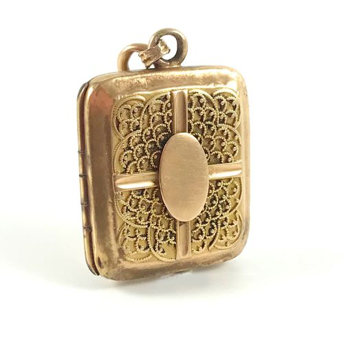 SOUVENIR PENDANT decorated with a geometrical filigree pattern, holding a lock o…
