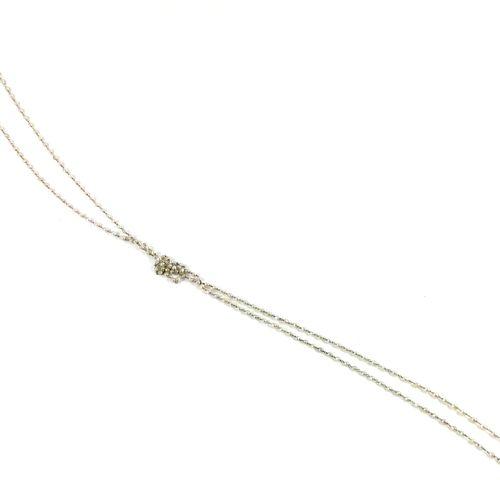 SAUTOIR orné d'une multitude de perles blanches (non testées). Fermoir en or gri…