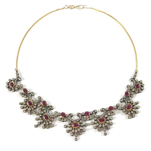 IMPORTANT NECKLACE adorned with a succession of geometrical motifs holding oval …