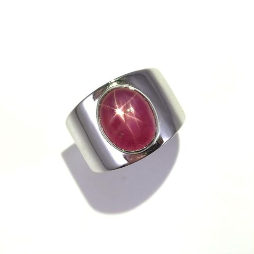 RING holding an 8.08 carat Burmese star ruby. Mounted in 18K white gold. French …