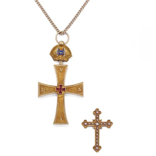 PENDANT with an 18K yellow gold cross held by a blue and white enamelled crown. …
