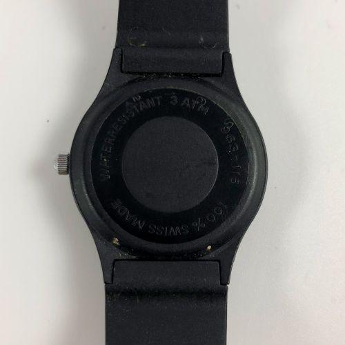 法国保时捷俱乐部。最初为法国保时捷俱乐部成员准备的配件表。代表保时捷标志的表盘,周围写有俱乐部名称。手是方向盘的辐条。日期在6点钟方向。黑色塑料表带。石英机芯。…