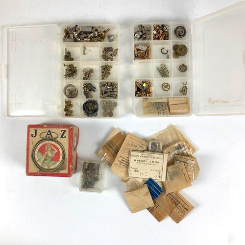 Lot de pièces de montres, réveils et pendulerie (7)