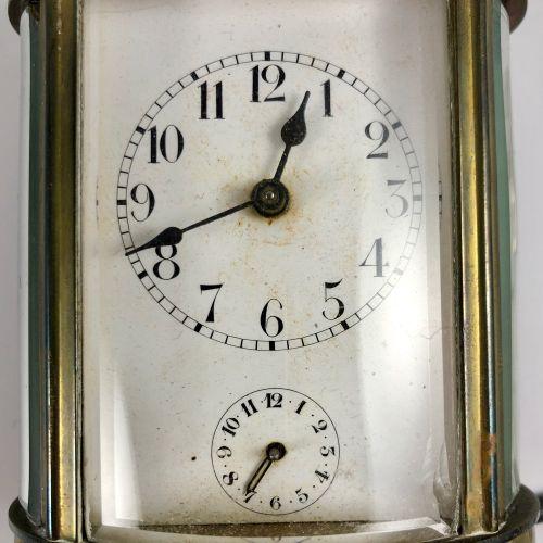 官员的时钟。椭圆形的时钟。明显的机制。闹钟功能。珐琅彩表盘,阿拉伯数字,铁路轨道。闹钟表盘位于主表盘下方。机制逃逸,但被阻挡。带手动上弦和钥匙的机械机芯。提供的…