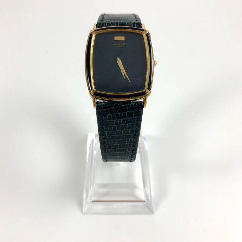 精工  男士手表,镀金石英机芯。  垫子型的箱子。蓝色表盘无刻度。电池需要更换。特别平坦的模型。  尺寸:27x34毫米。  长度:23厘米。